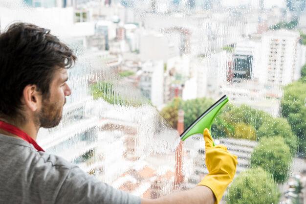 ניקוי חלונות - איך לעשות את זה כמו המקצוענים.
